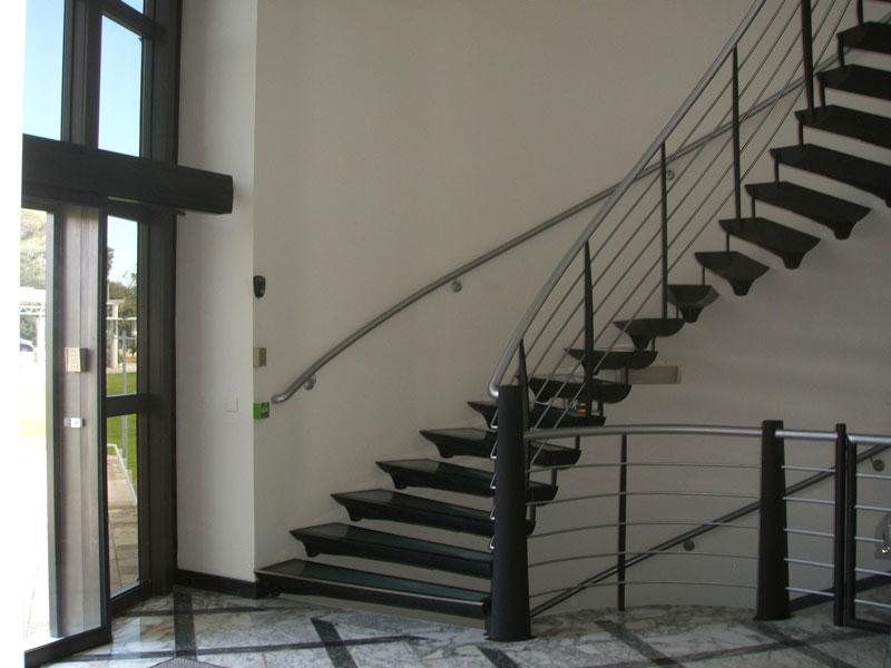 01-rdc-entree-escaliers