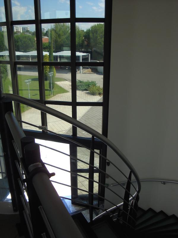 Fondation-GSF-rez-de-chaussee-interieur-escaliers