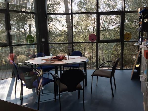 Fondation-GSF-rez-de-chaussee-salle-activite-dessin