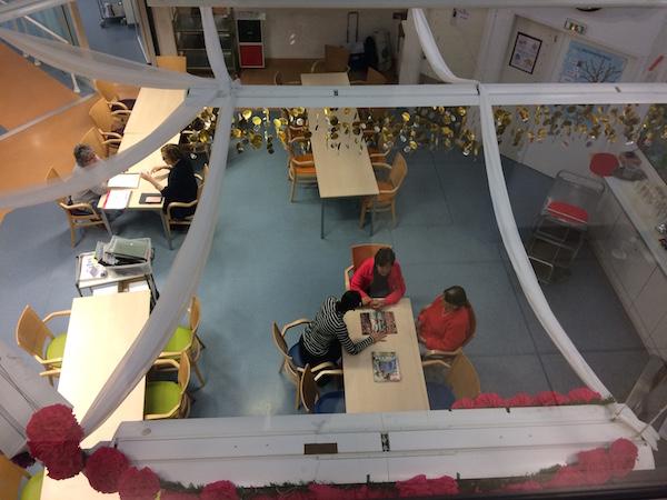 Fondation-GSF-salle-commune-vue-depuis-etage